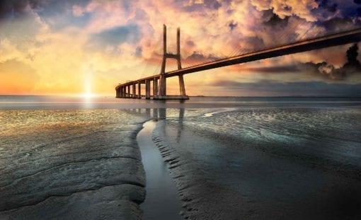 Fototapet med motivet: Stad Bro Strand Sol Portugal Solnedgång